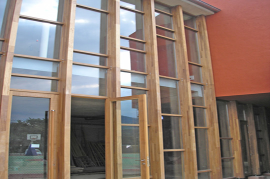 Tipolog a de muro de cortina de madera decoraci n for Ganchos para cortinas de madera